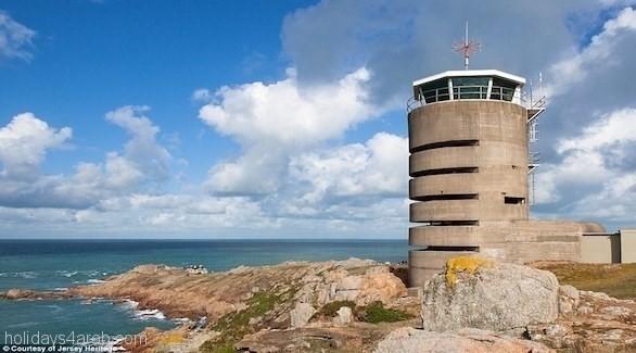 برج مراقبة بريطاني يتحول إلى نُزل سياحي لقضاء العطلات